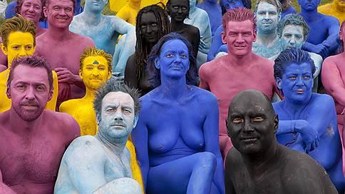 О дивный голый мир // Как тысячи людей раздеваются перед одним фотографом