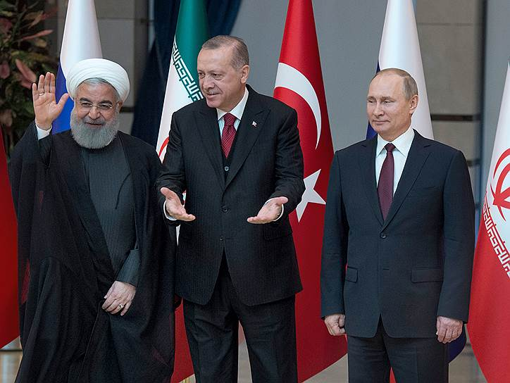 Слева направо: президент Ирана Хасан Роухани, президент Турции Реджеп Тайип Эрдоган и президент России Владимир Путин