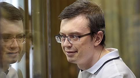 Генерал-майор сдал на пять с половиной  / Осужден бывший замначальника ГСУ СКР по Москве Денис Никандров