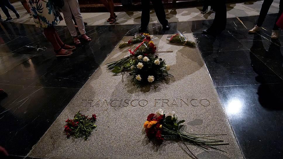 Почему из-за вопроса перезахоронения Франсиско Франко развернулась политическая борьба