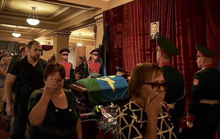 По данным представителя администрации ДНР, проститься с погибшим пришли более 120 тыс. человек