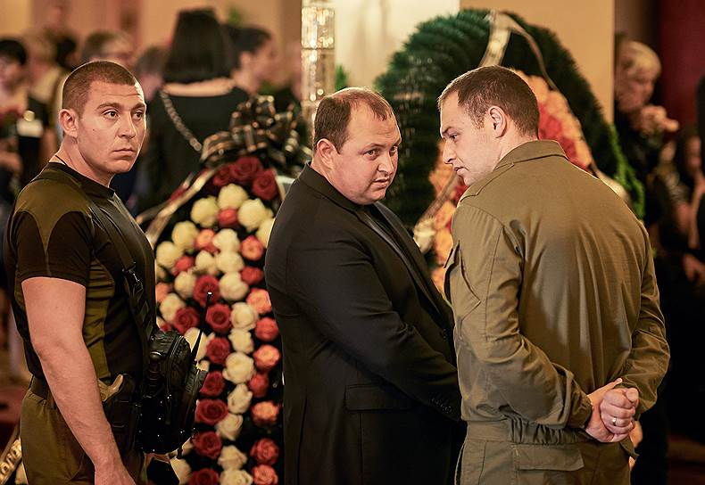 Исполняющий обязанности главы ДНР Дмитрий Трапезников (в центре)