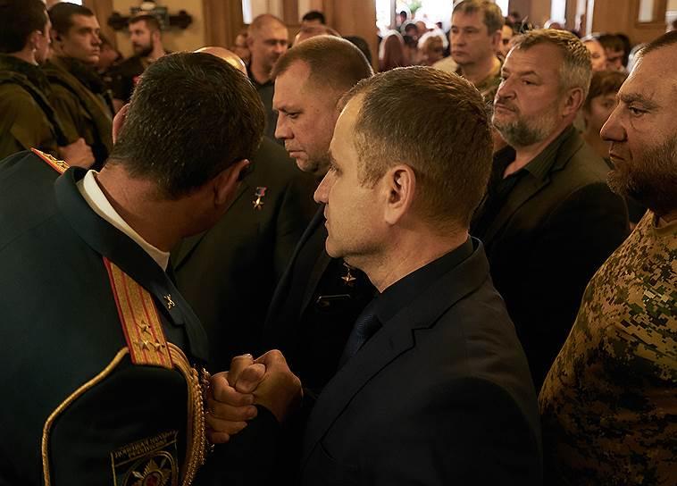 Бывший премьер-министр ДНР Александр Бородай (в центре)