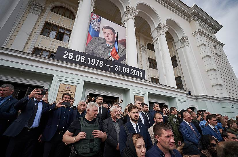 Глава республики Крым Сергей Аксенов (в центре, слева) и председатель Народного Совета ДНР Денис Пушилин (в центре, справа)