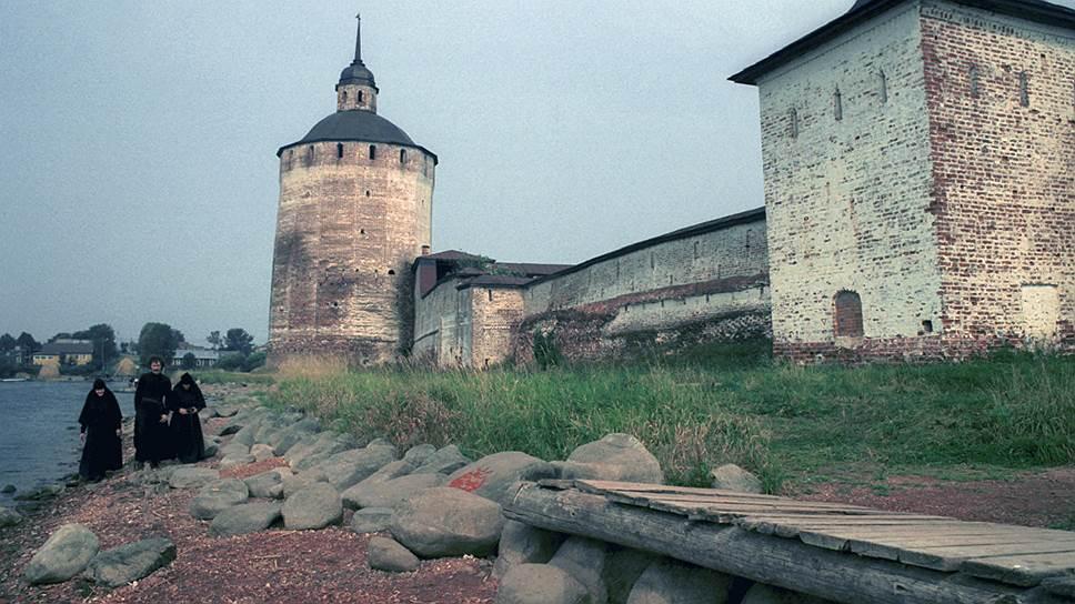 Виды Кирилло-Белозерского монастыря в 90-е годы