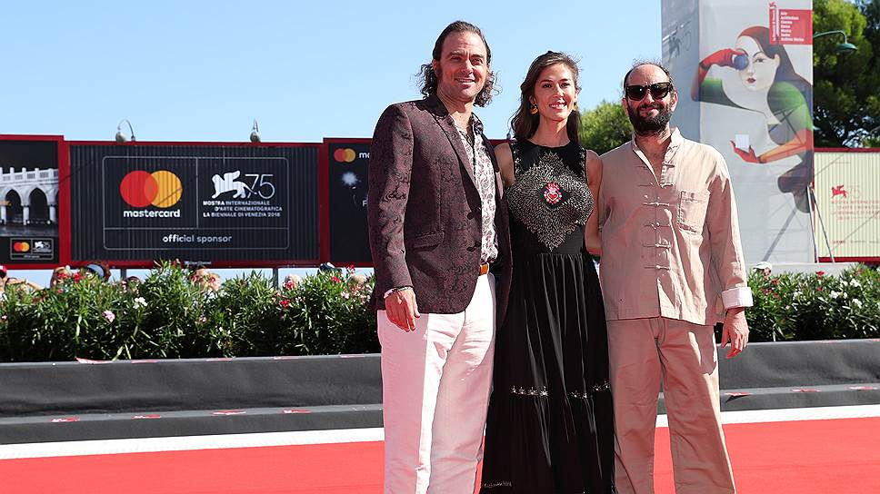 Слева направо: режиссер Карлос Рейгадас, актриса Наталия Лопес, актер Филип Бургерс
