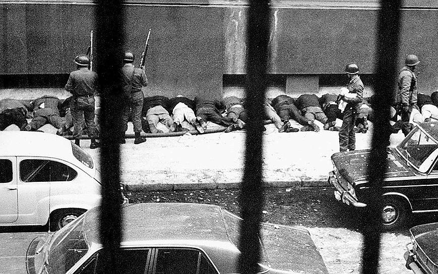 Позже чилийские журналисты подсчитали, что только за месяц «осадного положения», выделенного для «стабилизации положения в стране», военные убили свыше 30 тыс. человек