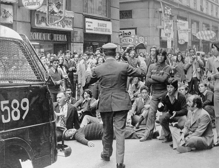 В результате реформ  в октябре 1972 года страну охватила национальная забастовка, инициатором которой выступила Конфедерация владельцев грузовиков, выступавшая против национализации. Сальвадор Альенде ввел чрезвычайное положение и отдал приказ конфисковать неработающие грузовики