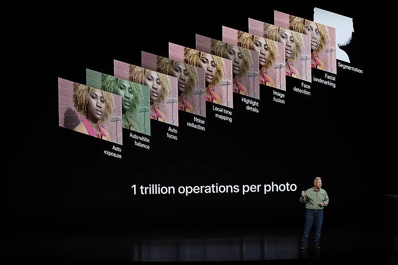 Доступна широкоугольная камера на 12 мегапикселей и телеобъектив на 12 мегапикеселей. Смартфон способен выполнять триллион операций с каждым снимком