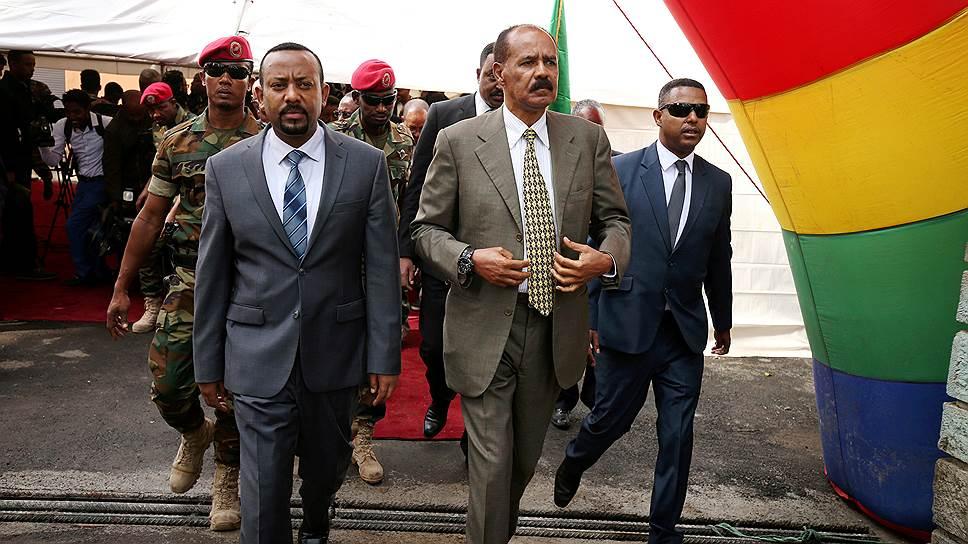 Президент Эритреи Исайя Афверки и премьер-министр Эфиопии Абий Ахмед (слева)