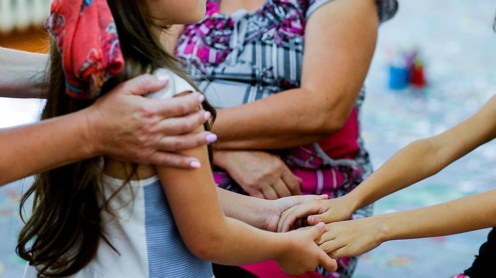 Психотерапия может быть индивидуальной или групповой, но важно, чтобы к психологу ходил не только ребенок, но и родители