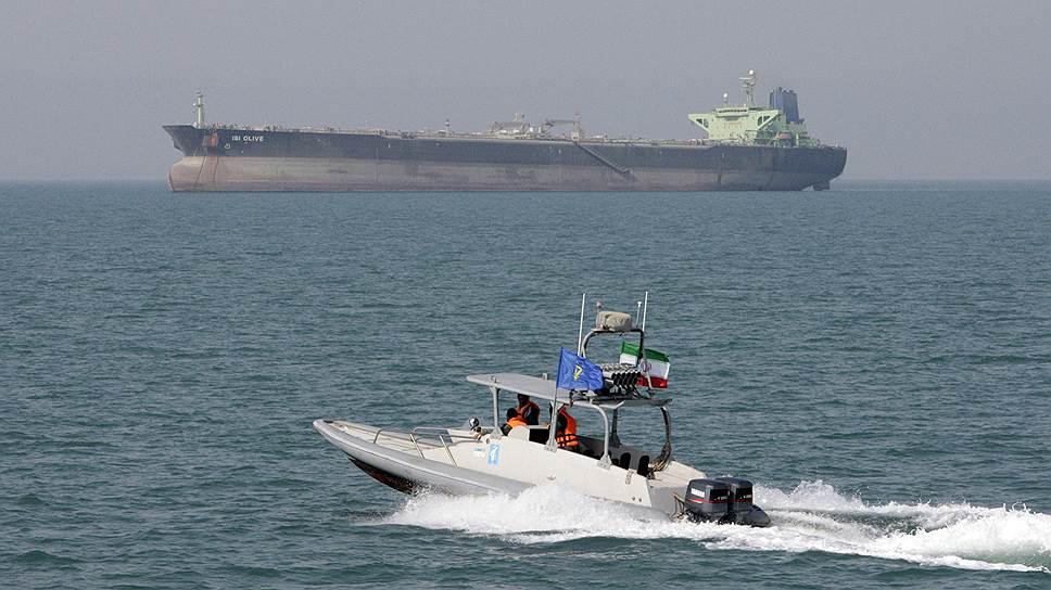 Под угрозой возвращения американских санкций иранские власти снова стали тайком торговать нефтью