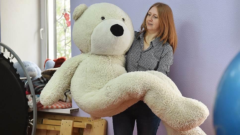 Лилия Пушкова убеждена, что в работе со многими детьми, пережившими травму, необходимо использовать элементы игры