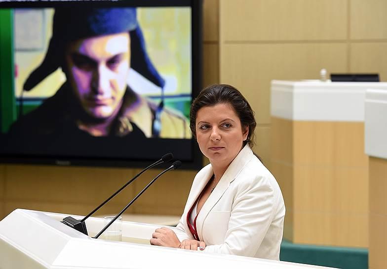 <strong>Маргарита Симоньян, главный редактор телеканала RT </strong><br> На следующий день после призыва президента лица, назвавшие себя Бошировым и Петровым, дали ей видеоинтервью. По словам журналистки, они сами вышли на связь с ней