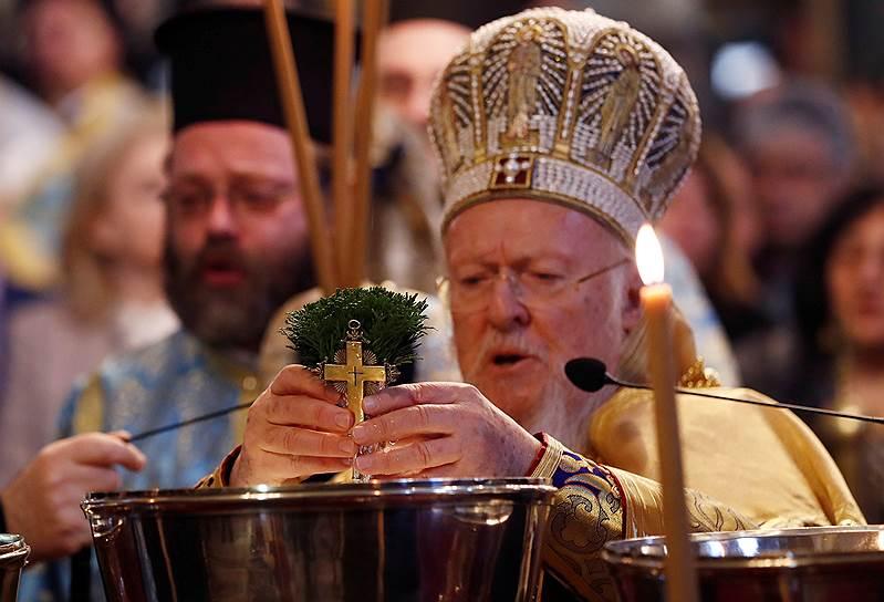 <strong>Патриарх Константинопольский Варфоломей I</strong> <br> «Наступила очередь Украины, которая, я надеюсь, получит статус автокефалии в ближайшее время, несмотря на существующие преграды. Это произойдет, поскольку она имеет на это право»