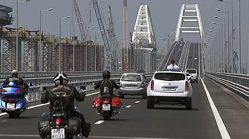 В Крым предпочитают ездить, а не летать  / Открытие Крымского моста снизило пассажиропоток авиакомпаний