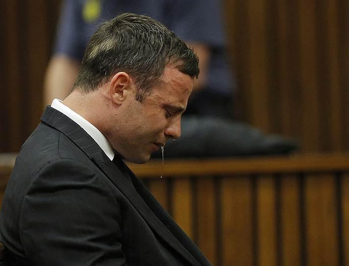 В 2014 году южноафриканский легкоатлет-паралимпиец Оскар Писториус получил 13 лет и пять месяцев тюрьмы за убийство своей подруги. Сам спортсмен утверждал, что сделал это непредумышленно, приняв ее за грабителя. Обвинение настаивало, что причиной преступления стала ссора. В настоящее время Писториус находится в тюрьме