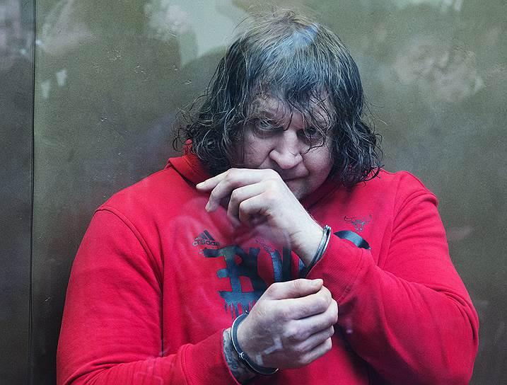 В мае 2015 года боец смешанных единоборств Александр Емельяненко получил четыре с половиной года колонии за изнасилование своей домработницы. В октябре 2016 года он освободился по УДО, после чего продолжил выступать на ринге