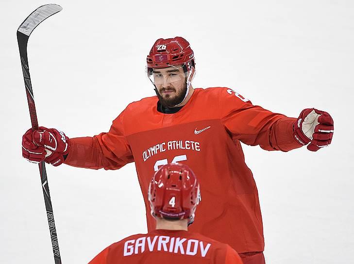 В июле 2015 года российского хоккеиста Вячеслава Войнова приговорили к 90 суткам тюремного заключения за домашнее насилие в отношении жены. Он был дисквалифирован из НХЛ, покинул США и начал выступать за петербургский СКА. В 2018 году он не стал продлевать контракт с клубом и, по данным СМИ, ведет переговоры о возвращении в НХЛ. В июле того же года с него сняли обвинения в домашнем насилии