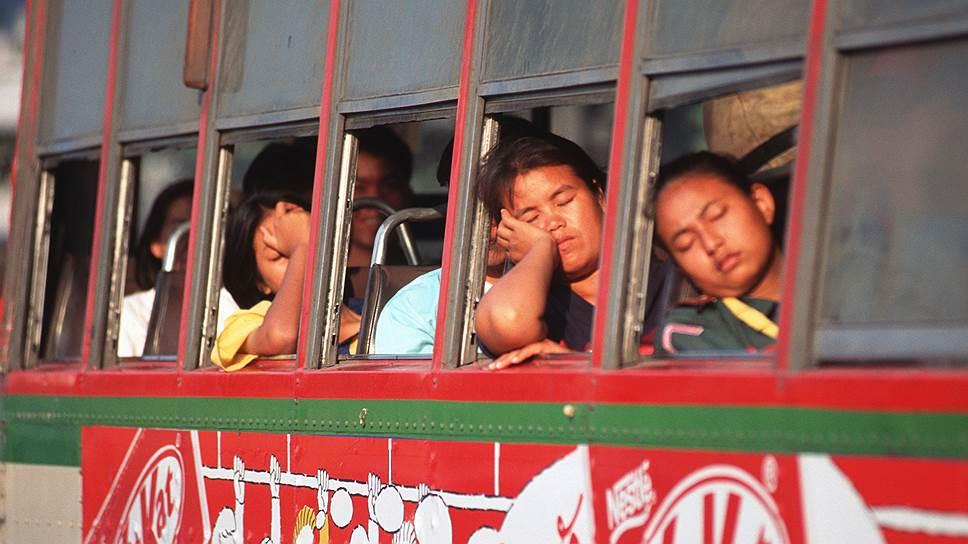 В 1998 году перенаселенный Бангкок удивлял иностранцев способностью несколько дней стоять и никуда не ехать