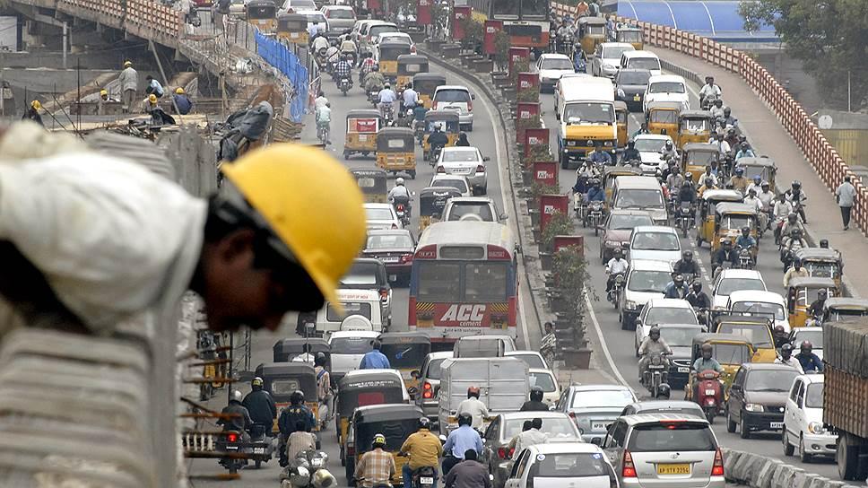 В индийском Хайдарабаде относительная дешевизна автомобилей привела к тому, что их количество стало чудовищным