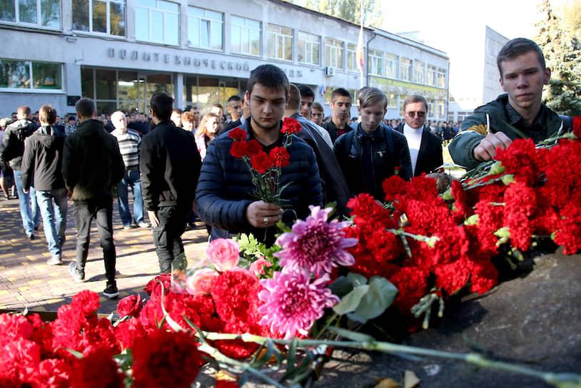 Траурные мероприятия прошли в Керченском политехническом колледже в день годовщины массового убийства