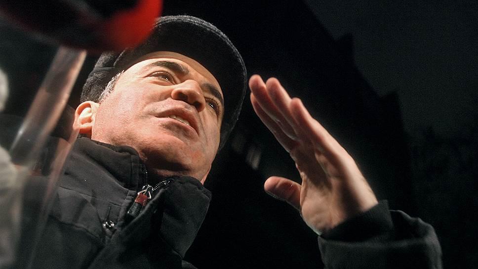 Задержанный во время проведения «Марша несогласных» оппозиционер Гарри Каспаров вышел из следственного изолятора после пяти суток ареста за нарушения правил проведения митингов 29 ноября 2007 года