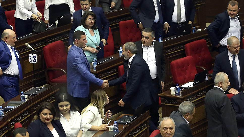 Избирательному кодексу Армении не хватило двух голосов