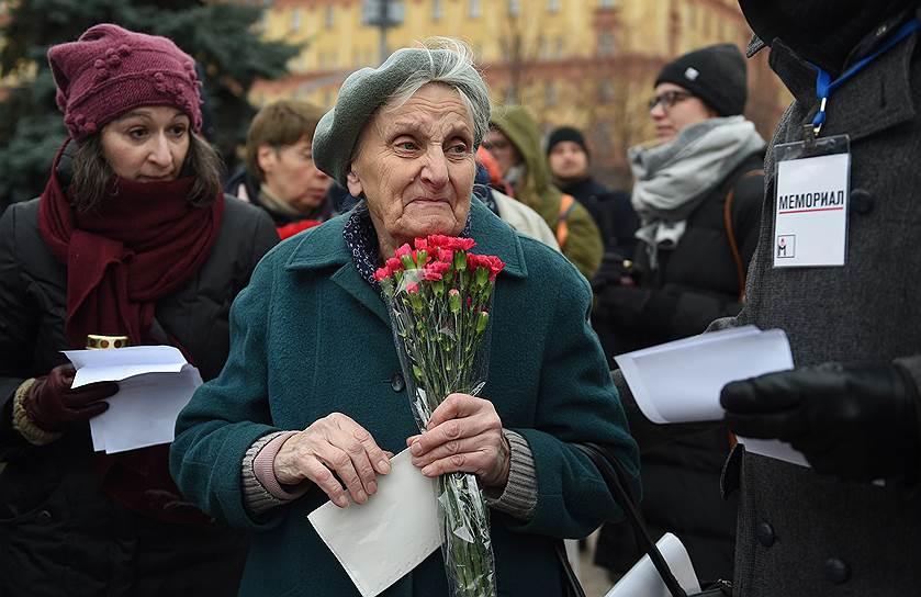 По данным «Мемориала», за годы советской власти к смертной казни было приговорено 1 млн. 250 тыс. человек