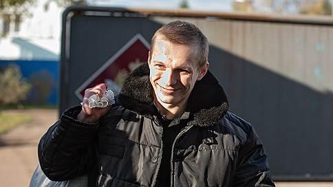 Заключенный и тюремщик встретились в суде  / Арестован 15-й участник пыток Евгения Макарова в ярославской колонии