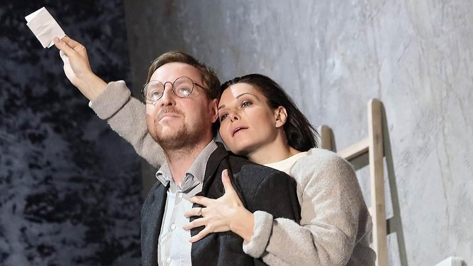 Поступки Гедды (Александра Урсуляк) кажутся проявлением характера, изломанного совершенно непонятными обстоятельствами