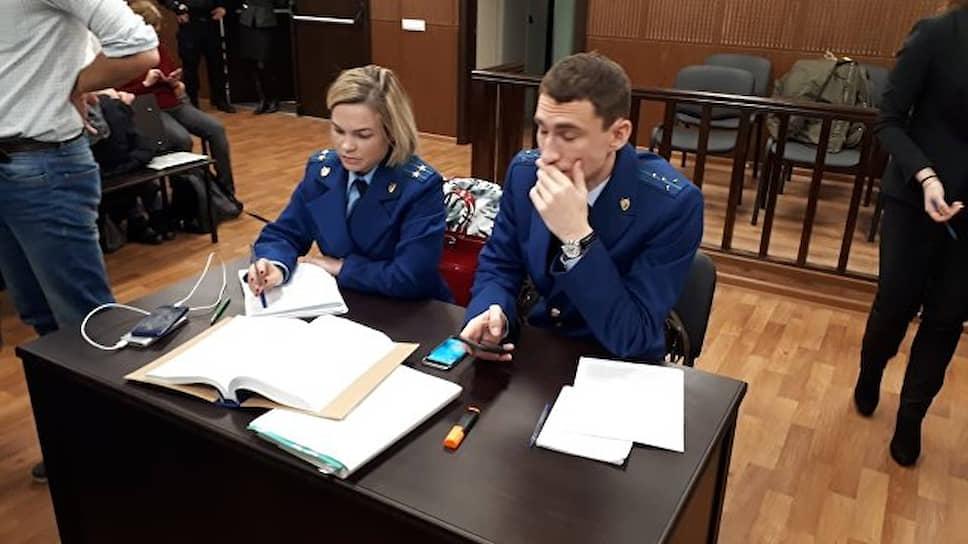 <strong>Надежда Игнатова и Олег Лавров, прокуроры </strong><br>Представители гособвинения по делу «Седьмой студии»