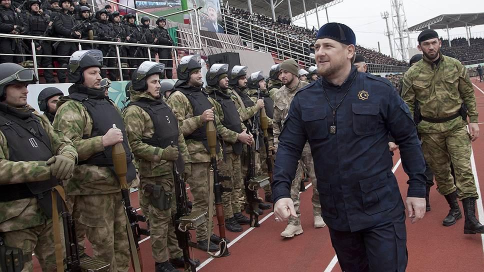 Глава Чечни Рамзан Кадыров и сотрудники МВД республики