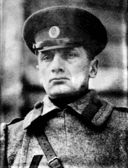В ноябре 1919 года после контрнаступления Красной армии, Колчак был вынужден покинуть Омск и отступить в Иркутск. По воспоминаниям его сподвижников, перед тем, как сесть в поезд, он сказал: «Продадут меня эти союзнички». В январе 1920 года Колчак был выдан союзническим Чехословацким корпусом и представителями Антанты большевикам. 7 февраля того же года по приговору Иркутского Ревкома он был расстрелян. Гибель Верховного правителя ознаменовала конец организованной борьбы против большевиков в Сибири