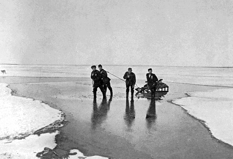 В марте 1904 года, узнав о начале Русско-японской войны, Колчак отправился в Порт-Артур. Его назначили сначала командиром миноносцев, а затем батареи артиллерийских орудий. В 1905 году после ранения он вернулся в Санкт-Петербург