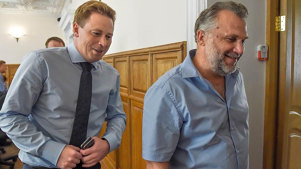Экс-спикер заксобрания Севастополя Алексей Чалы1 (справа) и губернатор Севастополя Дмитрий Овсянников