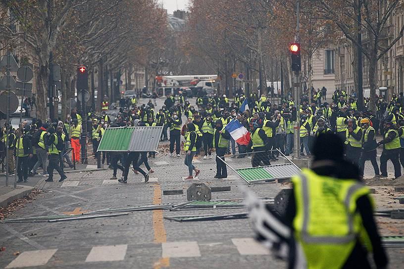 Президент Франции Эмманюэль Макрон заявил, что беспорядки в Париже не имеют ничего общего с мирным протестом, пообещав, что виновные будут привлечены к суду