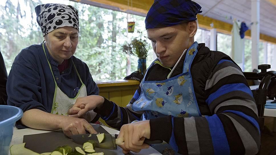 Любимое занятие — приготовление пищи для других, это позволяет чувствовать свою значимость