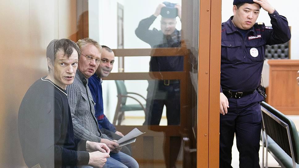Олег Иванов, Сергей Озеров и Олег Дмитриев (слева направо) не признают свою вину в подготовке к теракту
