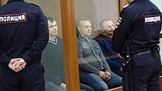 Слева направо: обвиняемые Олег Иванов, Сергей Озеров и Олег Дмитриев