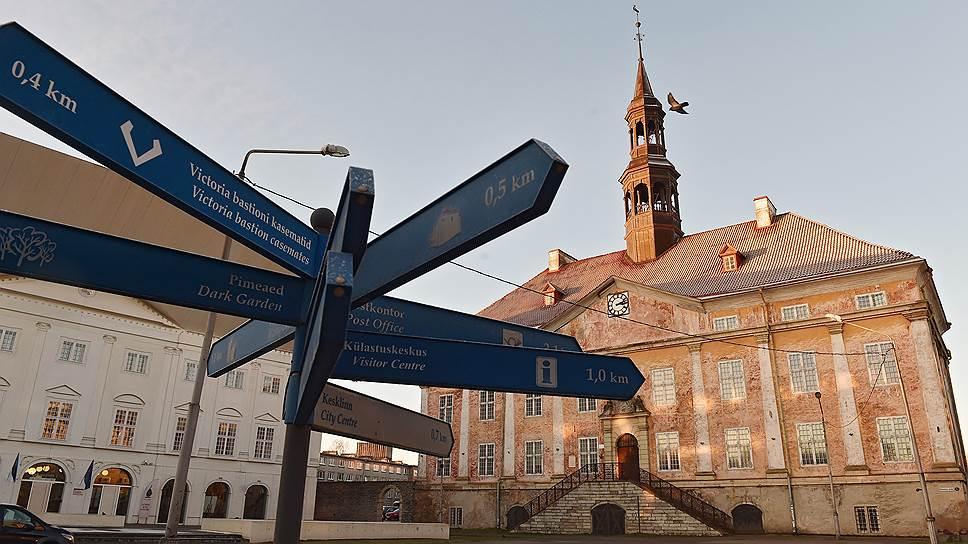 В здании Нарвской ратуши 29 ноября 1918 года эстонские коммунисты приняли решение провозгласить советскую республику. Еще летом того же года эти же коммунисты приняли это же решение в Москве
