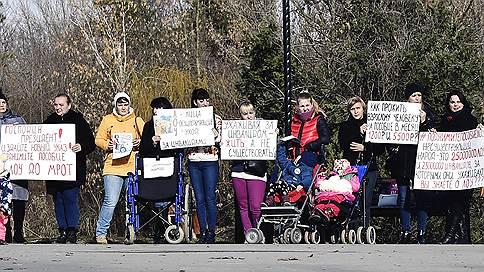 «На такие деньги прожить невозможно» // Родители детей-инвалидов на митингах в 17 городах России попросили увеличить федеральное пособие