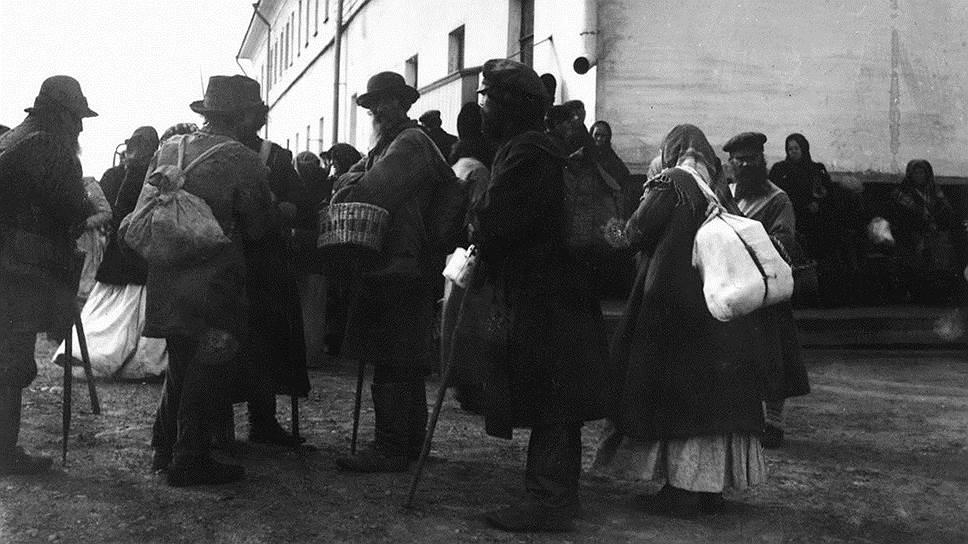 Начавшееся в 1915 году нашествие беженцев в столицы превратило квартирный вопрос из очень сложного в практически неразрешимый