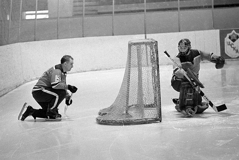 В 1974 году Анатолий Тарасов первым из европейцев и первым среди тренеров был введен в Зал хоккейной славы в Торонто. В 1997 году — в Зал хоккейной славы Международной федерации хоккея