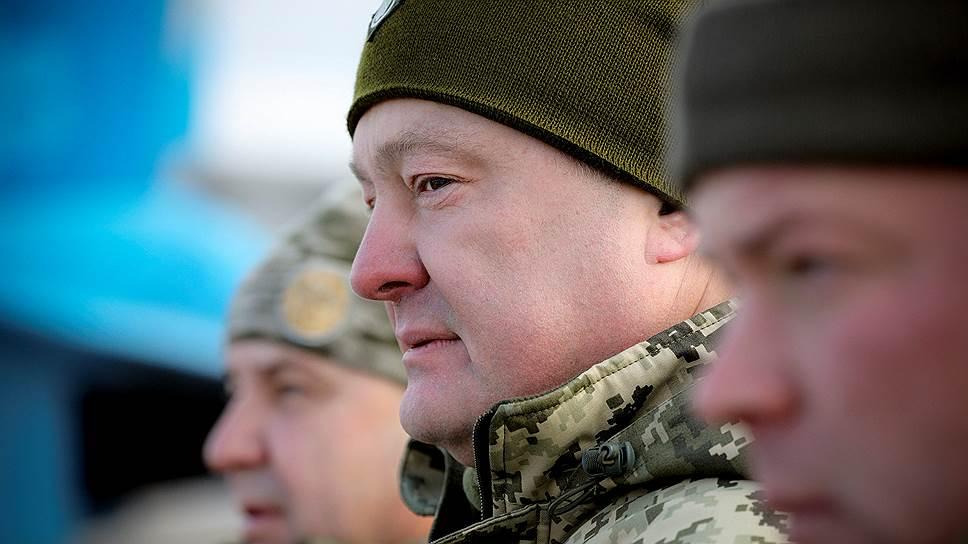 Президент Украины Петр Порошенко (в центре)