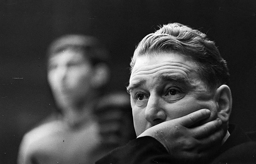 В 1947 году возглавил хоккейный ЦСКА. Под его руководством клуб 18 раз становился чемпионом СССР (1948-1950, 1955, 1956, 1958-1960, 1963-1966, 1968, 1970-1973, 1975)