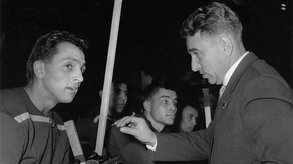 Анатолий Тарасов родился 10 декабря 1918 года в Москве. В 1937 году поступил учиться в Высшую школу тренеров при Московском институте физкультуры. В 1938 году возглавил рабочую команду по хоккею из Загорска, а в 1939 году начал играть за одесское «Динамо» нападающим