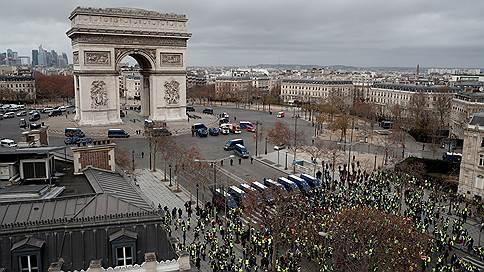 В Париже судят погромщиков // Арестованы грабители музея Триумфальной арки