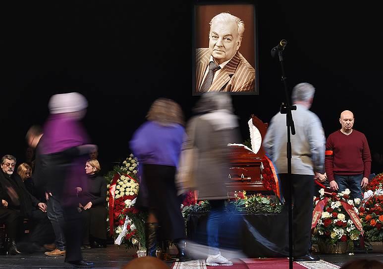 Смерть актера Михаила Державина. Артист скончался 10 января на 82-м году жизни. Заметность: 596,31