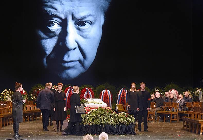 Cмерть Олега Табакова. Народный артист СССР скончался 12 марта на 83-м году жизни. Заметность: 3 217,91